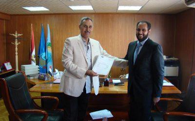 قام السيد المهندس عزت الصياد رئيس مجلس الادارة والسيد احمد جاسم بتوقيع عقد مقاولات لتنفيذ اعمال الصرف الصحى لعدة قرى