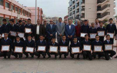 قام السيد المهندس رئيس مجلس الادارة والعضو المنتدب بتكريم طلبة مدرسة الشركة