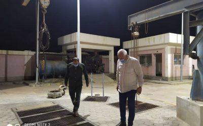 السيد المهندس محمد سعيد نشأت رئيس مجلس الاداره والعضو المنتدب في جولاته المفاجأة في رافع صرف صحي القروي بأبوحمص لمتابعة سير العمل